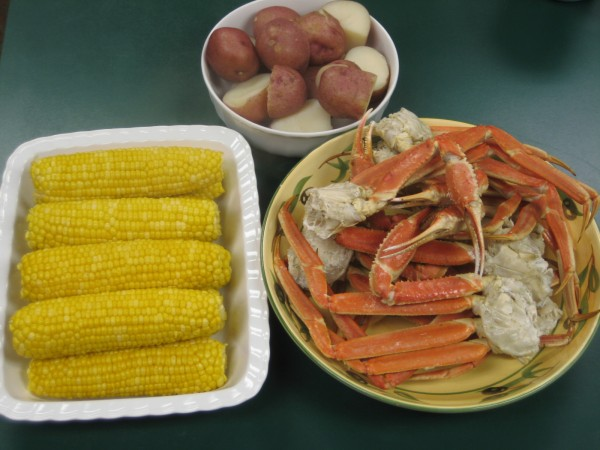 Snow Crab Legs w/Fresh Corn and Potatoes