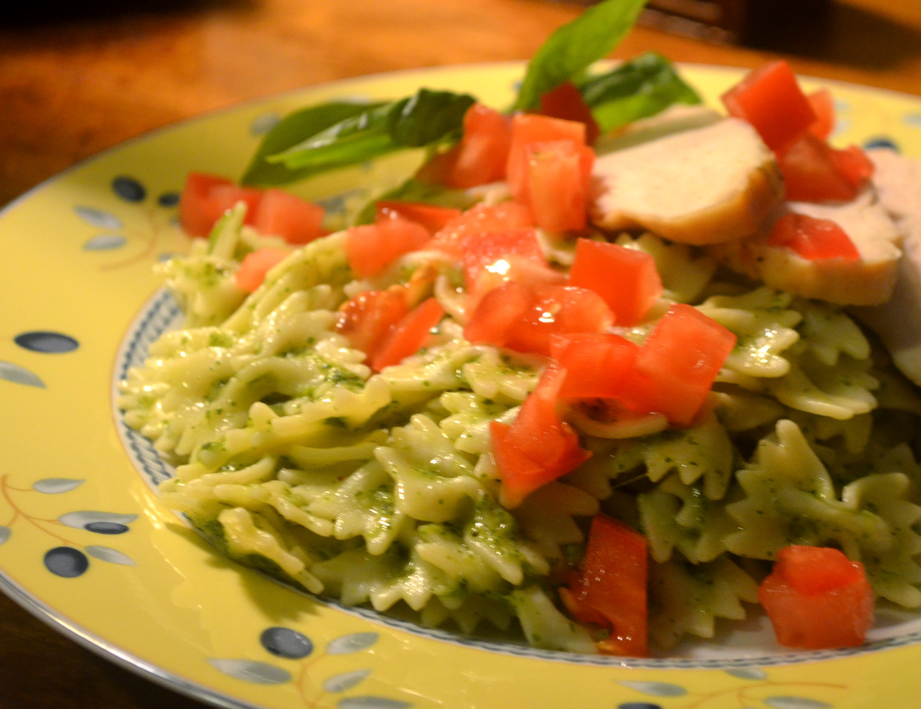 plated-pesto-pasta-with-chicken-with-basil-garnish05